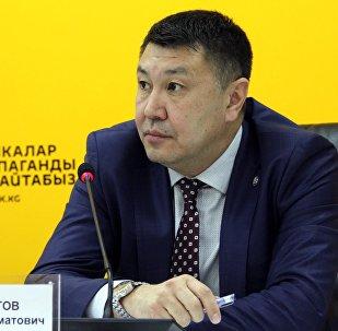 Экономика министрлигинин техникалык жөнгө салуу жана метрология бөлүмүнүн башчысы Султан Ахматовдун архивдик сүрөтү