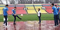Участник шоу НТВ из Бишкека познакомился со сборной Кыргызстана по футболу