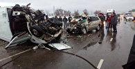 Бишкек — Нарын — Торугарт унаа жолунун 97-чакырымында үч унаа кагышып алты адам каза болду