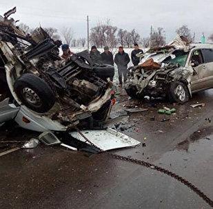 Последствия аварии на трассе Бишкек — Нарын — Торугарт, где погибли шесть человек