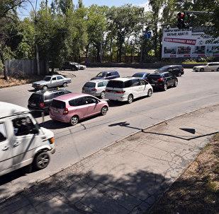 Пробки и заторы на перекрестках в городе Бишкек. Архивное фото