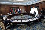 Президент РФ Владимир Путин на неформальной встрече глав государств - членов Организации Договора о коллективной безопасности (ОДКБ) в резиденции Ала-Арча в Бишкеке.