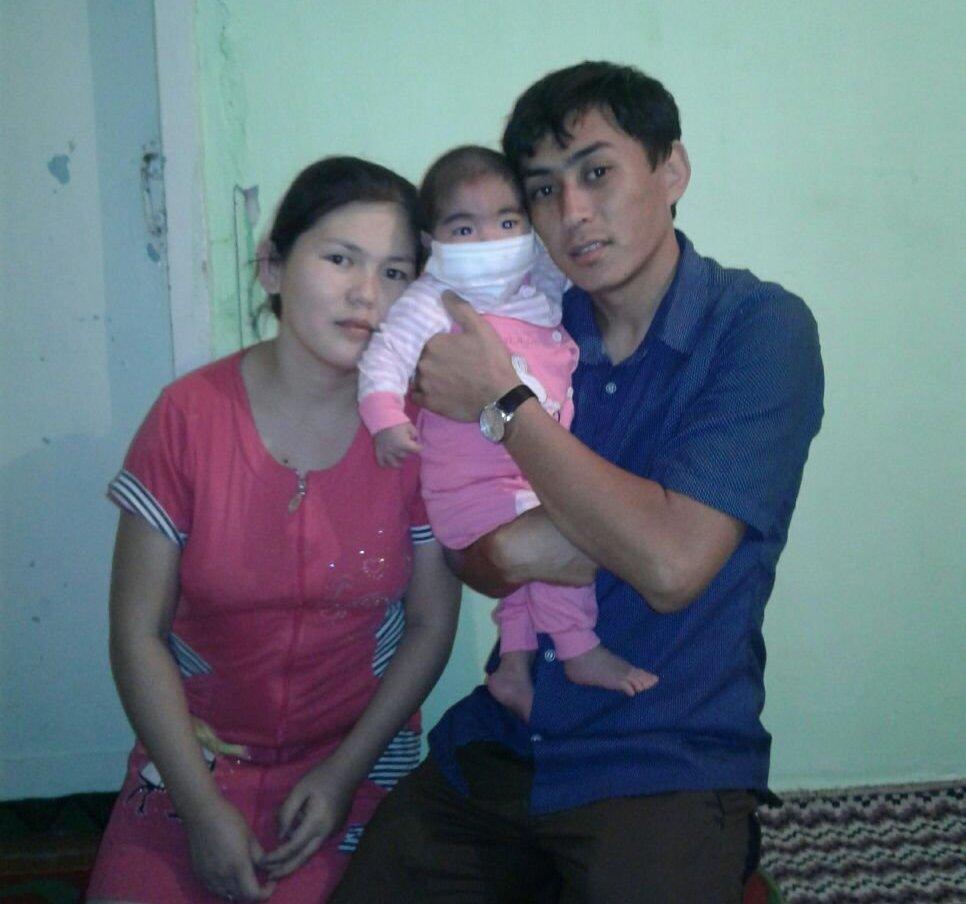 Маленькая Наристе с родителями