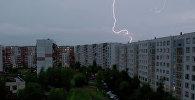 Молния на небе. Архивное фото