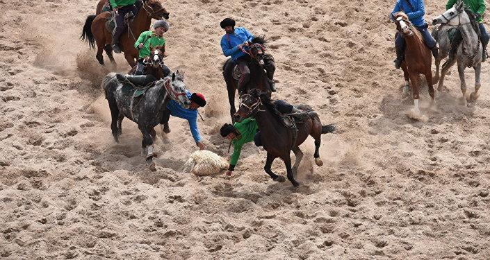 Также завершились состязания по кок-бору среди иссык-кульских команд. Первое место завоевал коллектив из Чолпон-Аты, второе место досталось команде из Ак-Сууйского района, а третье — спортсменам из Тюпского.