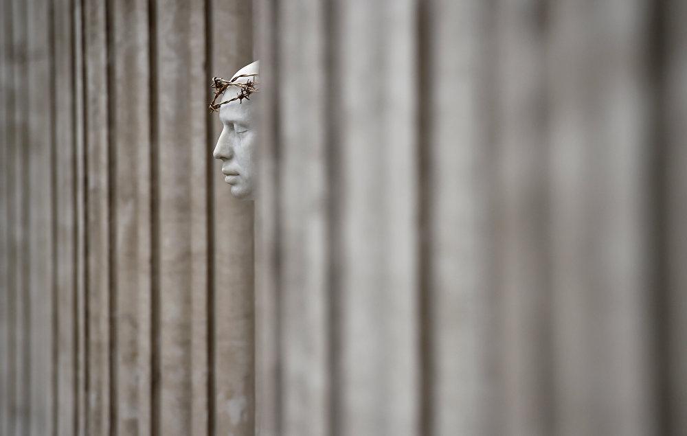 Британиялык художник Марк Уоллингердин Лондондун соборундагы Ecce Homo статуясы