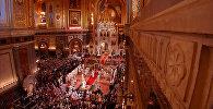 Спутник_Пасхальное богослужение в Москве: молитвы, крестный ход и Благодатный огонь
