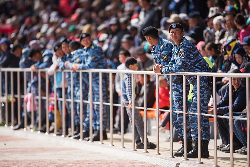 Спорттук иш-чарадагы тартипке милиция кызматкерлери көз салып турду