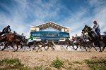 Конноспортивные состязания на ипподроме в Чолпон-Ате. Архивное фото