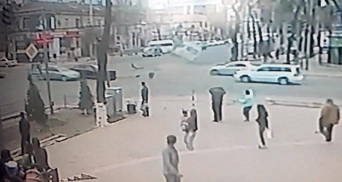 Новое видео ДТП с маршруткой — по версии УПМ водитель проехал на красный