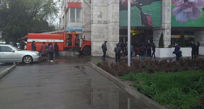 На площади Ала-Тоо в Бишкеке горит кафе.