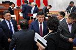 Жогорку Кеңештин көпчүлүк коалициясы премьер-министр Сооронбай Жээнбековдун 2016-жылдагы өкмөттүн ишмердүүлүгү боюнча берген отчетун жактырды