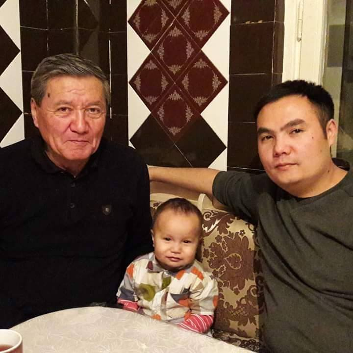 Журналист, телеведущий Азият Жекшеев с отцом