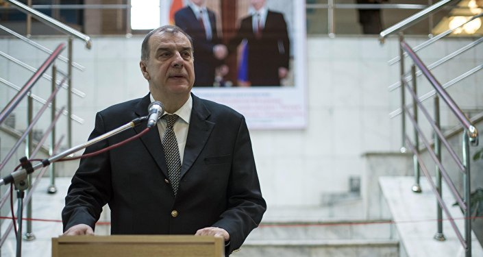 Посол России в Кыргызстане Андрей Крутько на открытии фотовыставки Неформальный Путин в Бишкеке