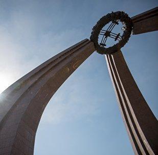 Монумент памяти жертв ВОВ на площади Победы в Бишкеке. Архивное фото