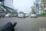 Айдоочунун милиционерди сүзүп, кайра аны омуроологон учуру видеого түшүп калды