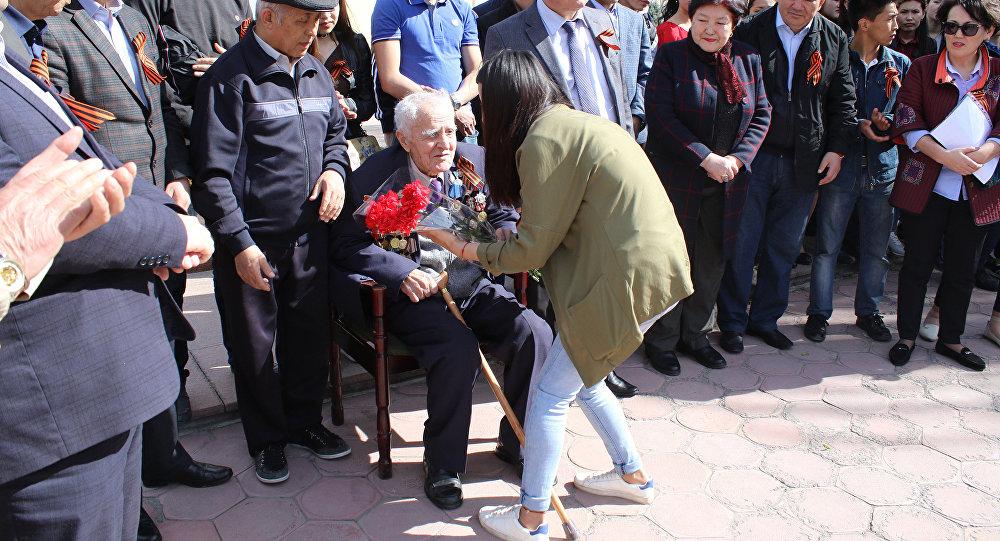 Бишкек шаарында Улуу Жеңиштин 72 жылдыгына арналган Жеңиш багын отургуз аттуу экологиялык-патриоттук акциясы өттү