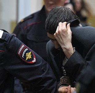 Предполагаемый организатор теракта в метро Петербурга Аброр Азимов после заседания в Басманном суде Москвы. Архивное фото