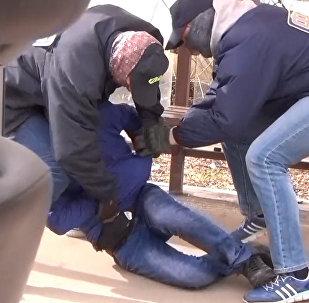 Сотрудники ФСБ задержали брата возможного организатора теракта в Петербурге