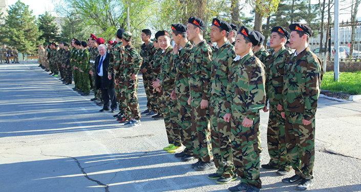 Бишкектеги Дайыр Асанов атындагы улуттук аскер лицейинде Эр жигит сынагы өткөрүлдү