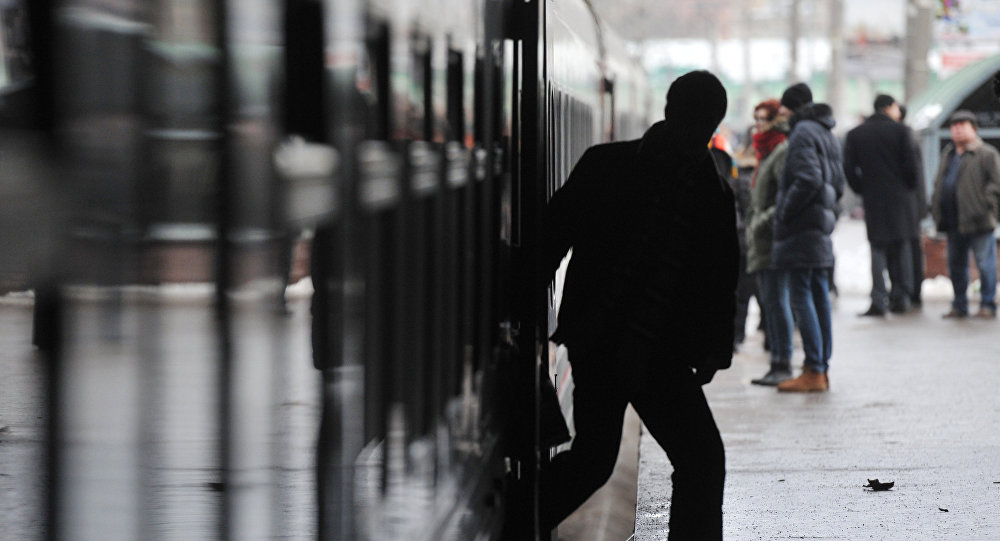 Пассажиры на вокзале. Архивное фото
