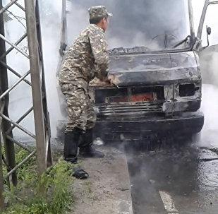 Бишкектин борборунда жүк ташуучу унаа өрттөнүп кетти. Жеринен алынган видео