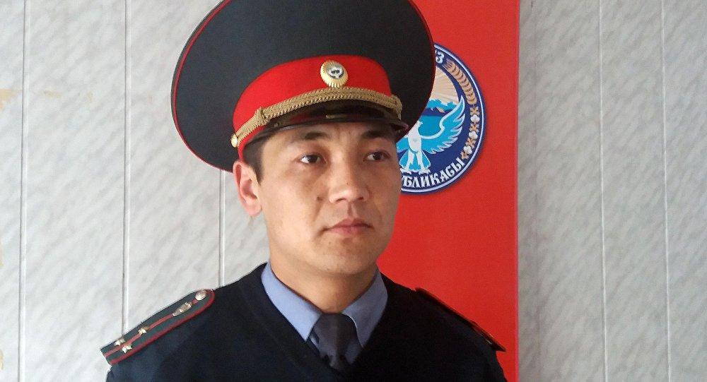 Ош ОИИБдин Кайгуул милиция бөлүмүнүн маалымат катчысы Айбек Бечелов