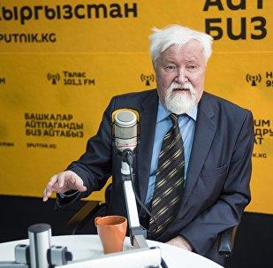 Археолог, военный историк Юлий Худяков, один из авторов ряда трудов по истории енисейских кыргызов во время интервью Sputnik Кыргызстан