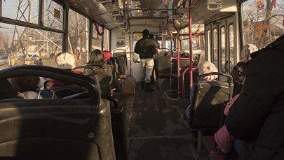 Салон бишкекского троллейбуса во время выполнения маршрута. Архивное фото