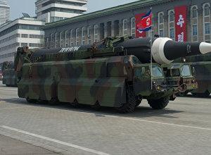Пусковые установки баллистических ракет средней дальности Nodong Корейской народной армии во время парада, приуроченного к 105-й годовщине со дня рождения основателя северокорейского государства Ким Ир Сена, в Пхеньяне.