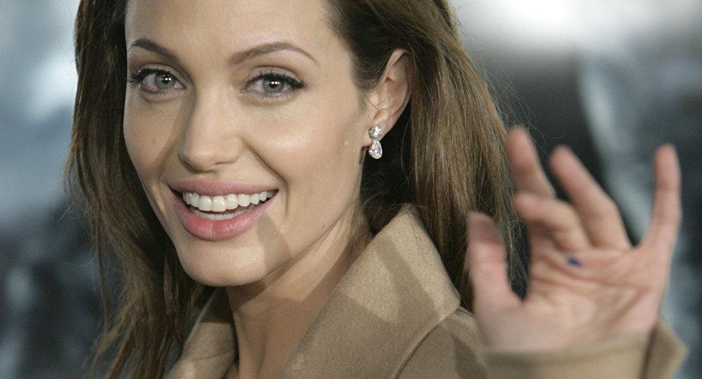 Актриса Анджелина Жоли. Архивдик сүрөт