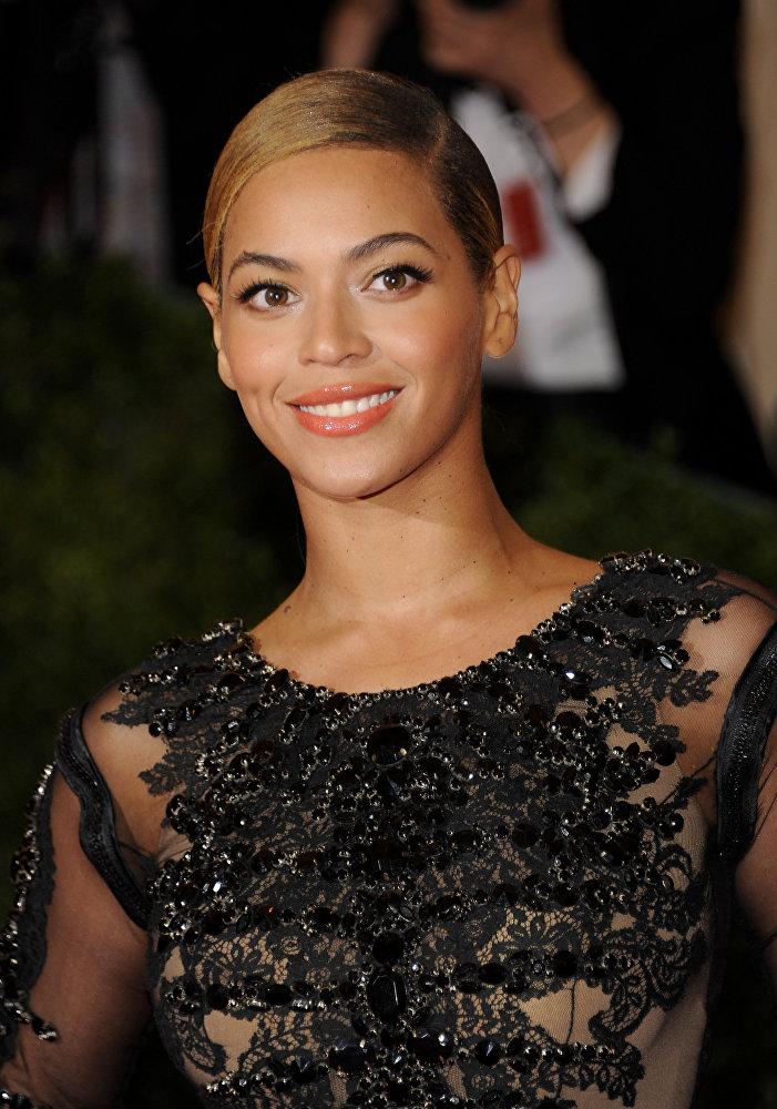 Певицу Бейонсе журнал People признал самой красивой женщиной 2012 года