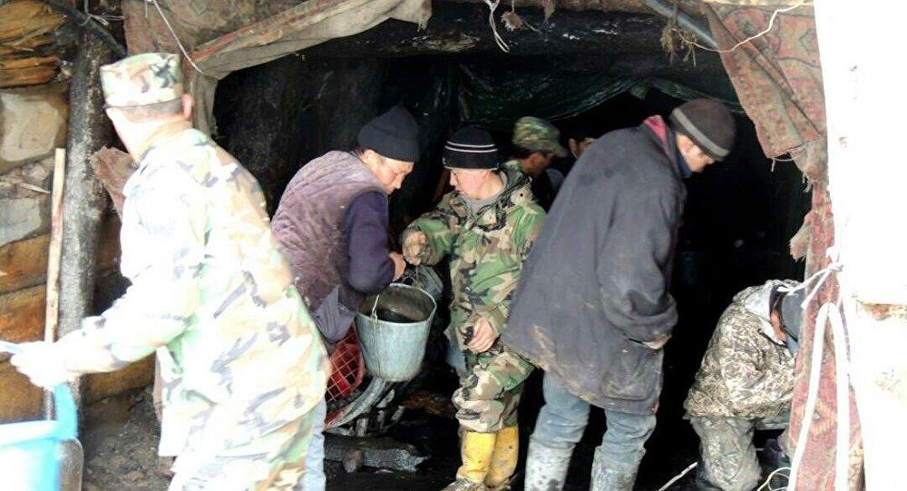 Насеверо-востоке Кыргызстана ведутся работы поспасению 2-х шахтеров