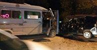 В Бишкеке произошло ДТП с участием маршрутки и Honda Step wagon