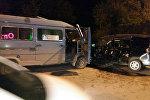 Бишкекте эл ташыган маршрутка менен Honda Stepwgn унаасы кагышкан