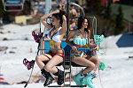 Шерегеш тоо лыжа курортундагы Grelka fest фестивалынын катышуучулары. Бул убакта күн жылуу болгондугуна байланыштуу, көпчүлүк катышуучулар купальникчен лыжа тебүүнү жактырышат