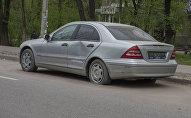 Автомобиль MercedesBenz на улице Суеркулова