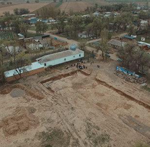 За два года вырыли яму, денег не осталось — как строят школу под Бишкеком
