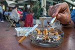 Запрет на курение сигарет в кафе. Архивное фото