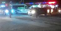 Эки киши Бишкектеги жол кыймылын жөнгө салды. Окуяны милиция иликтеп жатат