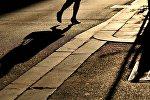 Пешеход переходит дорогу. Архивное фото