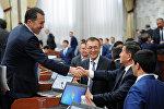 Жогорку Кеңеш премьер-министр Сооронбай Жээнбековдун 2016-жылга карата отчетун канааттандырарлык деп тапты