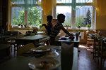 Дети в столовой. Архивное фото