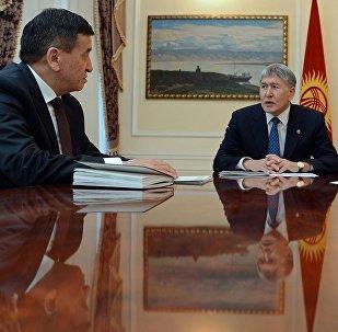 Өкмөт башчы Сооронбай Жээнбеков президент Алмазбек Атамбаев менен жолукканда