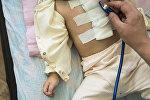 Ребенок на осмотре у врача. Архивное фото