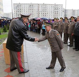 Бишкек шаарында Аскер кызматкерлери үчүн салынган 27 батирлүү үйдүн ачкычтары ээлерине тапшырылды