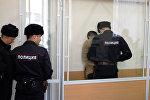 Уроженец Кыргызстана Атабек Рустамов, подозреваемый в вербовке граждан в запрещенную на территории РФ террористическую организацию Исламское Государство, в здании Санкт-Петербургского городского суда. Архивное фото