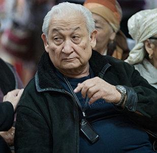 Выдающий хирург, Герой Кыргызстана Эрнст Акрамов. Архивное фото