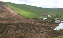 Сход оползня в селе Аюу в Узгенского района