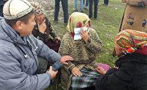 Родственники, погибших из-за схода оползня в селе Аюу Узгенского района